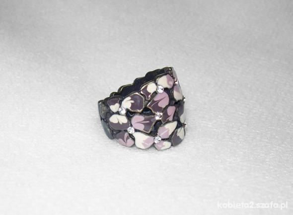 Fioletowy pierścionek