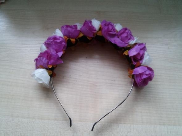 wianek fioletowy biały opaska z kwiatami flowercrown