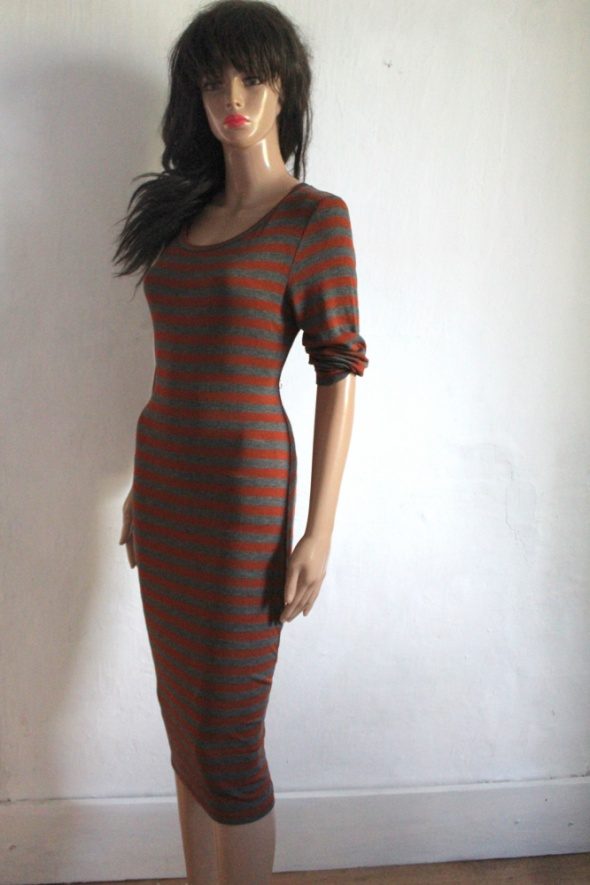Dopasowana sukienka midi w paski r L XL