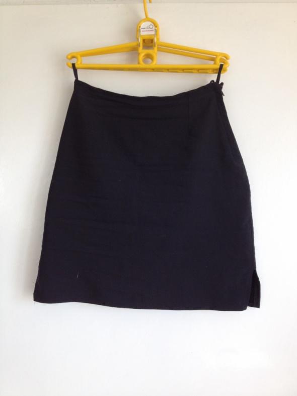 Spódnica czarna ołówkowa rozcięcia po bokach unika