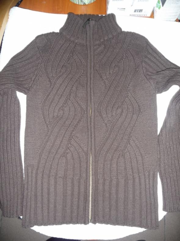 Ciepły brązowy sweter 36