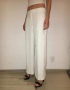 Eleganckie białe spodnie z rozszerzaną nogawką