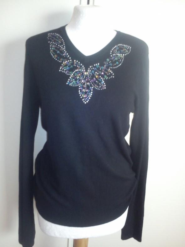 Piekny czarny sweterek