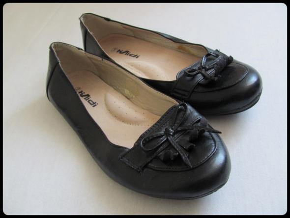 półbuty baleriny czarne nie noszone 39 wkładka prawie 25 cm