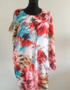 Kolorowa sukienka o ciekawym fasonie 44 46 48...