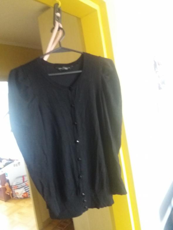 Czarny sweterek Dorothy Perkins...