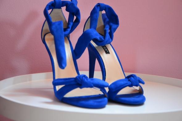 Kobaltowe sandały...