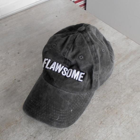 Cropp grafitowa szara czapka flawsome napisy