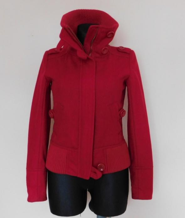 Bershka czerwona kurtka 36 38