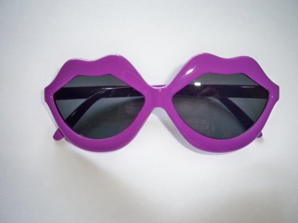 NOWE jagodowe okulary usta kiss przeciwsłoneczne
