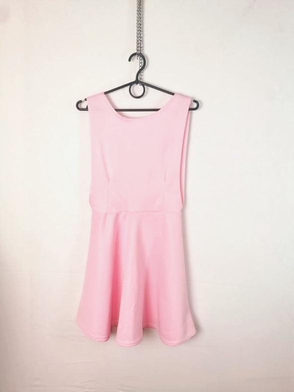 Beauty Angel Pudrowy róż rozkloszowana sukienka plecy wycięcie ...