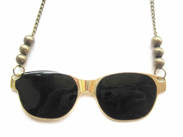wisiorek naszyjnik złoty czarny okulary