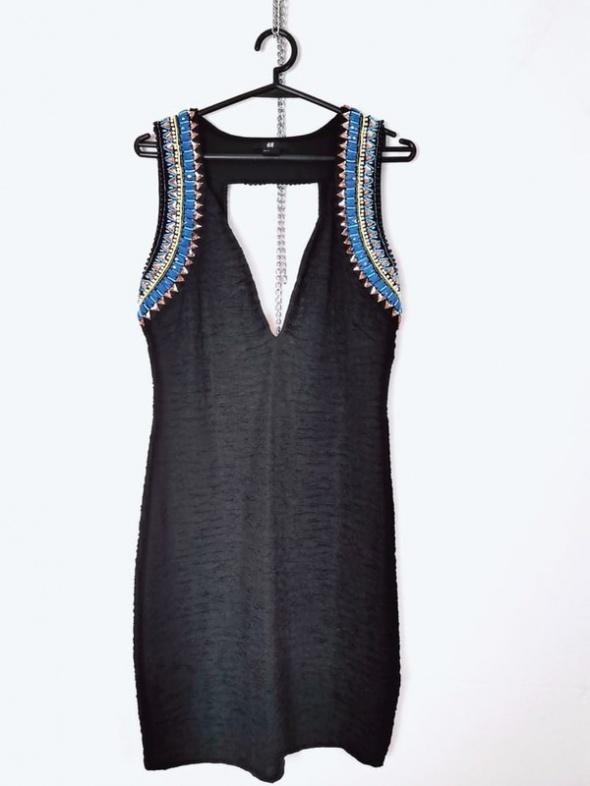 H&M Czarna dopasowana sukienka ozdobne ramiona...