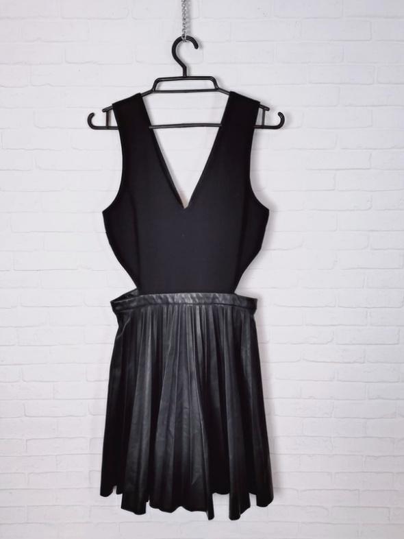 TopShop Czarna sukienka rozkloszowana skórkowa spódnica wycięte...