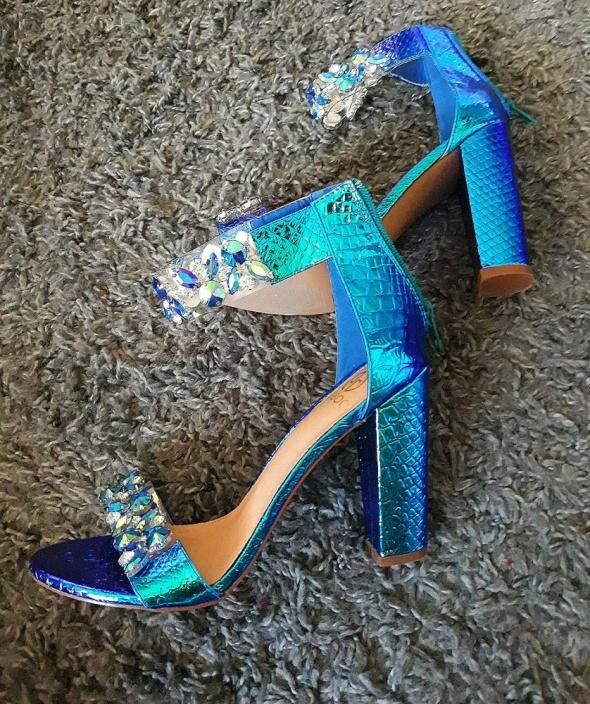 Piękne Multi sandały kryształki 39