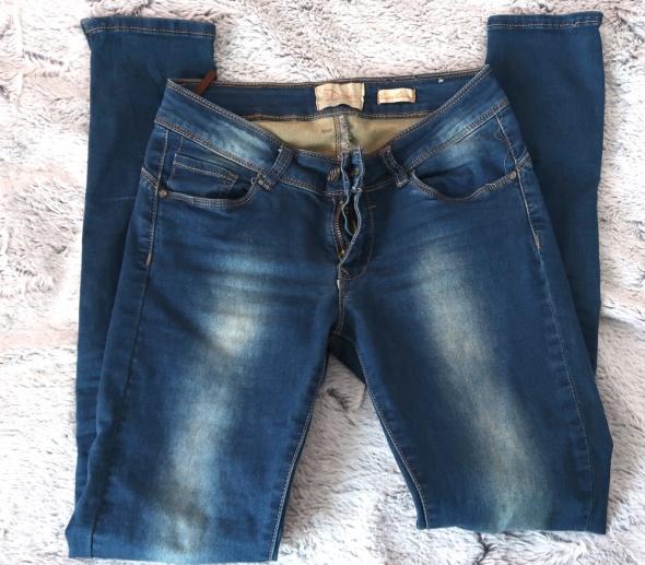 Paczka jeansów 2 pary...