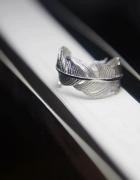 Śliczny srebrny pierścionek w kształcie piórka próba 925 regulo...