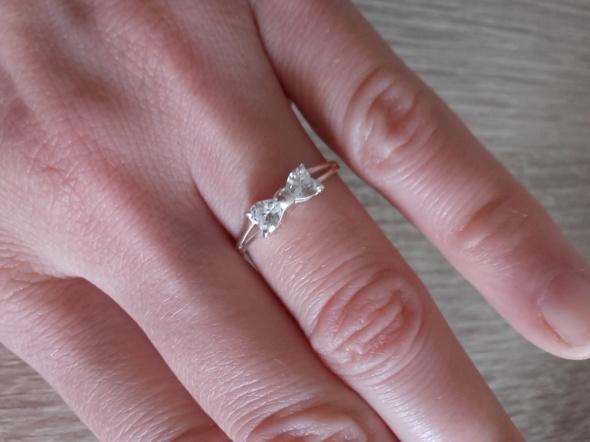 Srebrny pierścionek celebrytka z kokardką 925 nowy