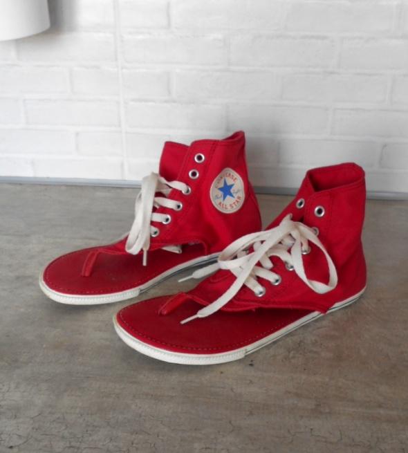 Converse czerwone sandały japonki