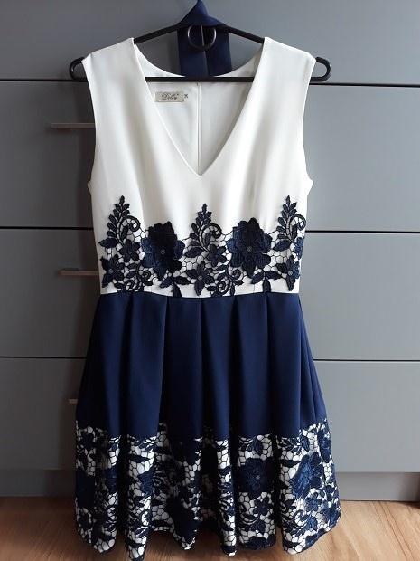 Sukienka biało granatowa 36