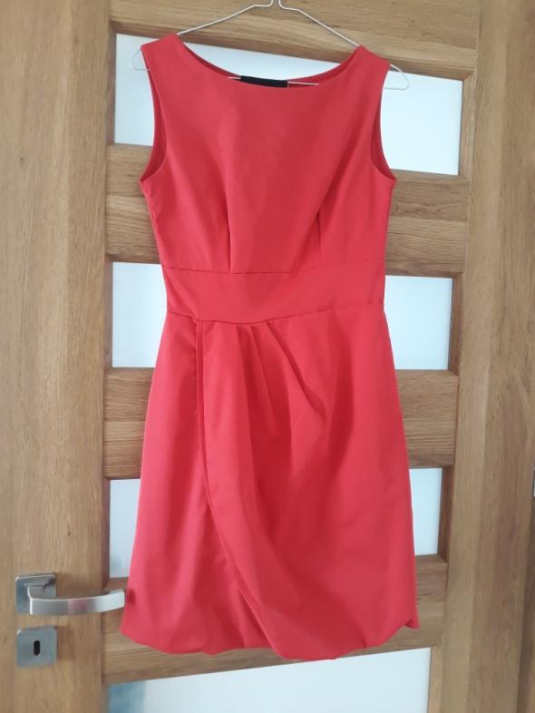 Czerwona sukienka 36