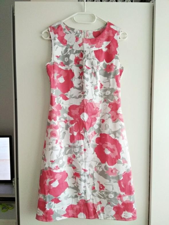 elegancka sukienka kwiaty