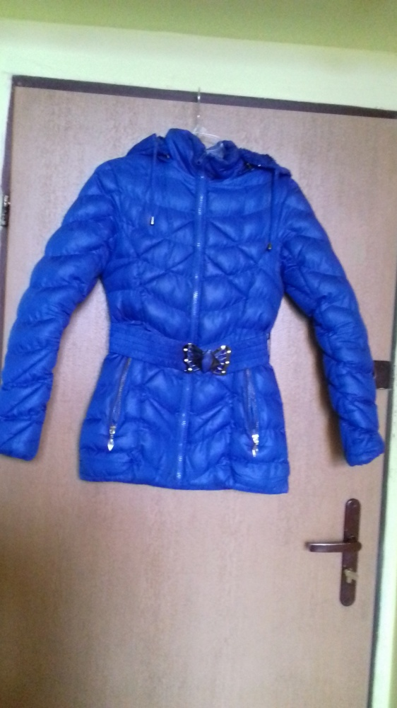Niebieska kurtka z kapturem zimowa