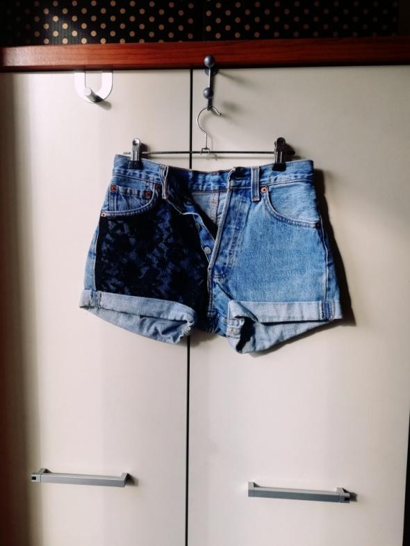 jeansowe któtkie spodenki z wysokim stanem...