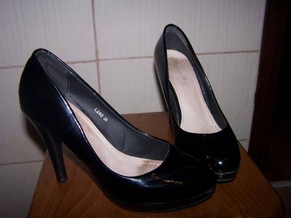Seksowne szpilki Czarne szpilki używane