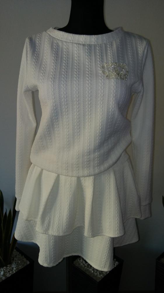 Komplet pikowany bluza spódnica falbanki