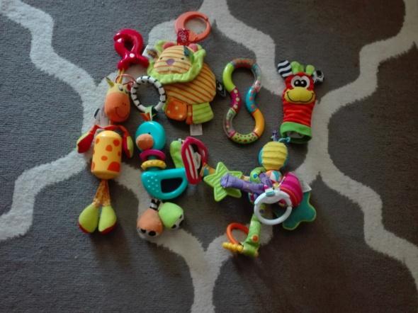 Zabawki do wózka grzechotki