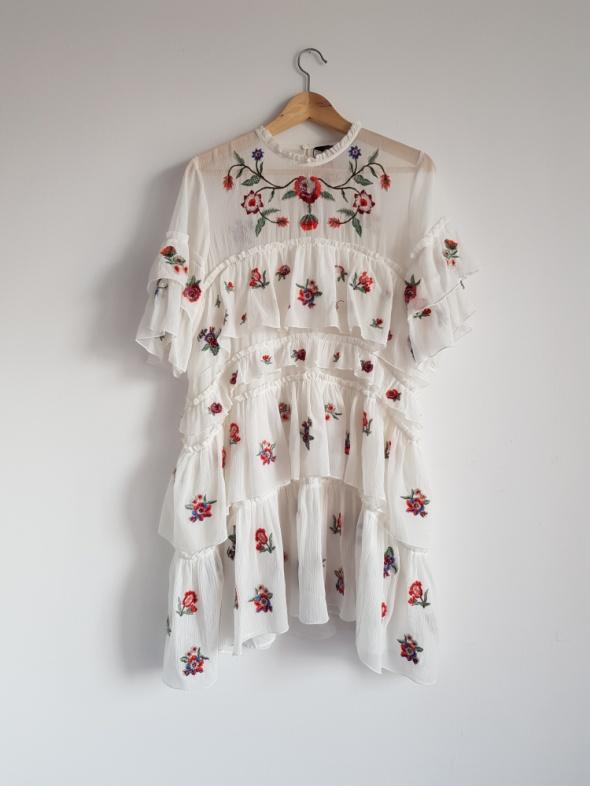 Biała sukienka z haftowanymi kwiatami Zara 40 L...
