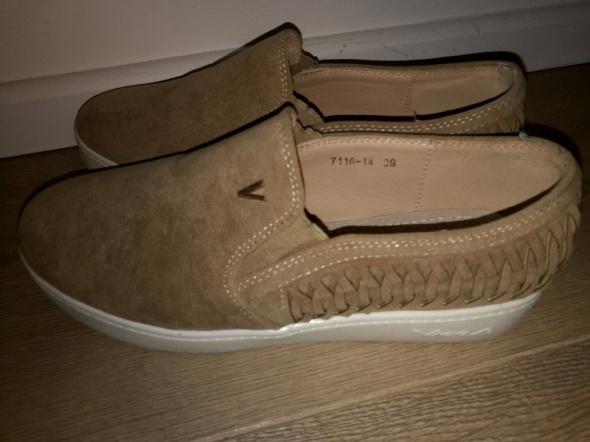 Nowe brązowe buty 39