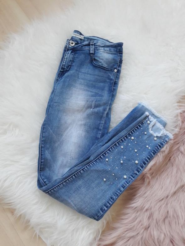 Jeansy z perełkami