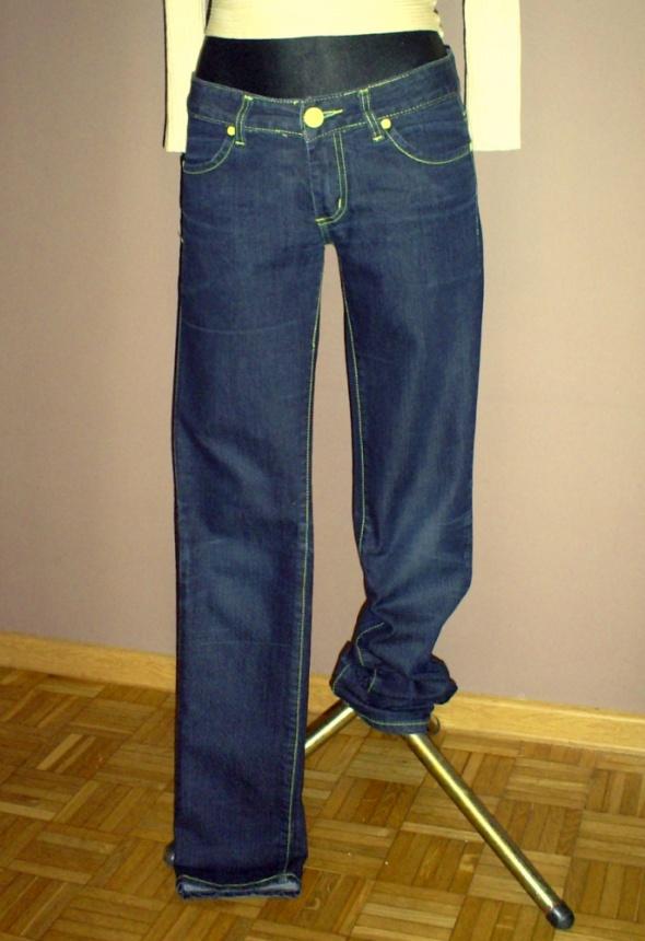 Spodnie damskie jeans żółta nitka