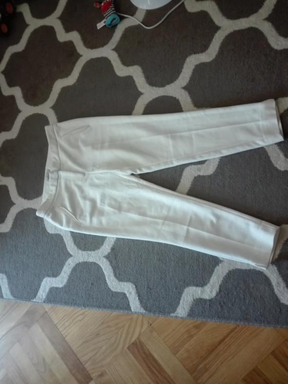 Białe spodnie F&F...