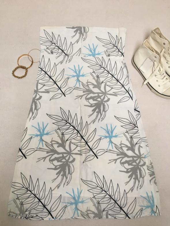 Płócienna sukienka w liście