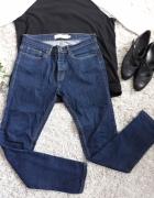 Ciemne jeansy rurki...