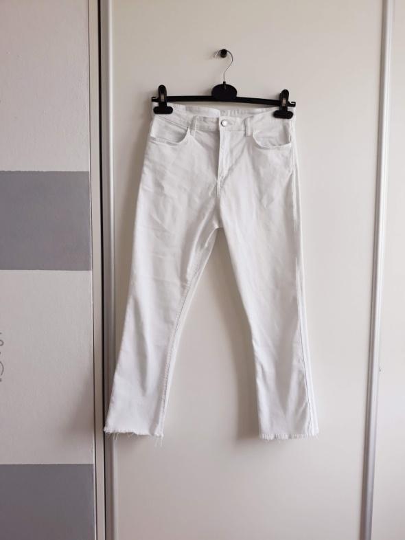 Białe jeansowe spodnie...
