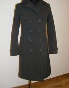 długi oliwkowy płaszcz...
