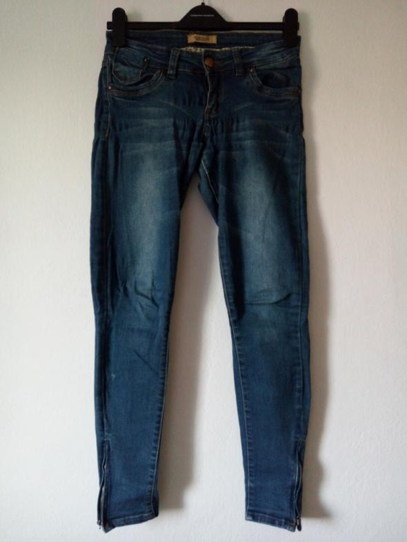 Jeansy dla niskiej osoby