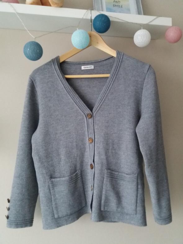 Szary sweter kardigan styl Jackie Onassis