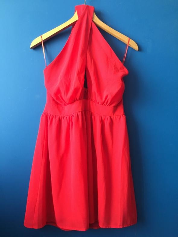 Przepiękna czerwona sukienka CLUB L rozmiar 38
