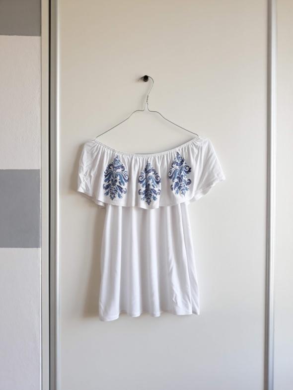 Elegancka biała bluzka hiszpanka