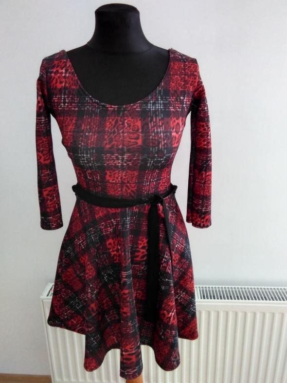 sukienka krata rozkloszowana