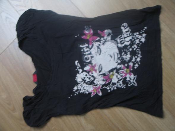 Czarna bluzka z dziewczęcym motywem