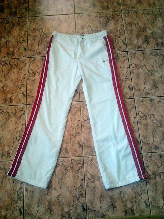 spodnie białe nike czerwone paski