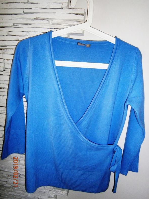 niebieski sweterek TU...