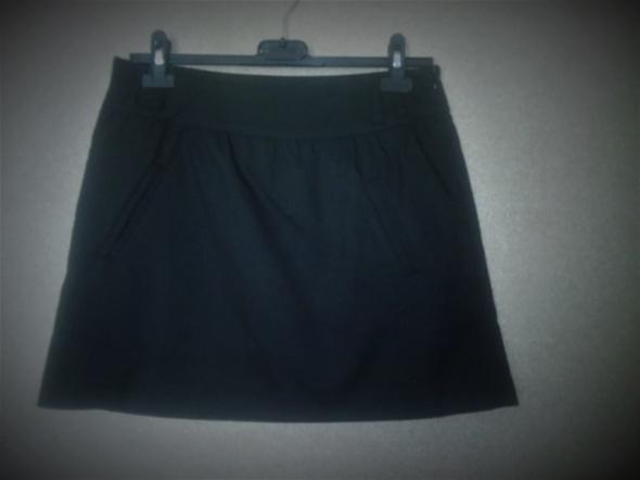 Czarna elegancka spódnica ołówkowa z kieszeniami...