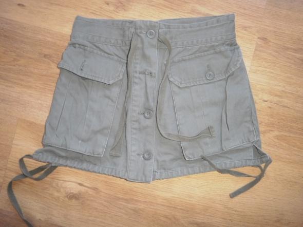 Krótka spódniczka na guzki z Top Secret